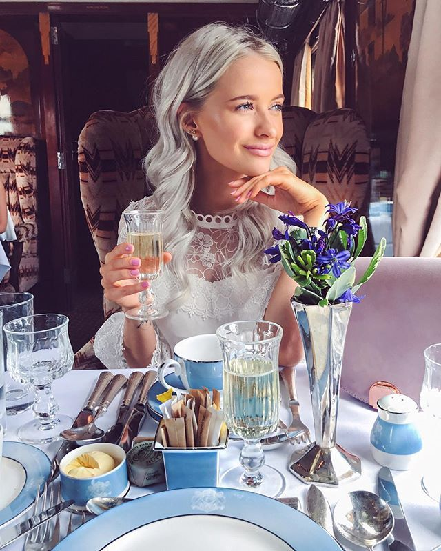 WEBSTA @ inthefrow - Spending the loveliest Friday with @ted_baker on board the British Pullman, to celebrate the opening of the new Ted Baker store at St Pancras station! Have a peek on my instastories for all the sneak peeks! #ad #tedtotoe #tedbaker (📸: @rosielondoner)