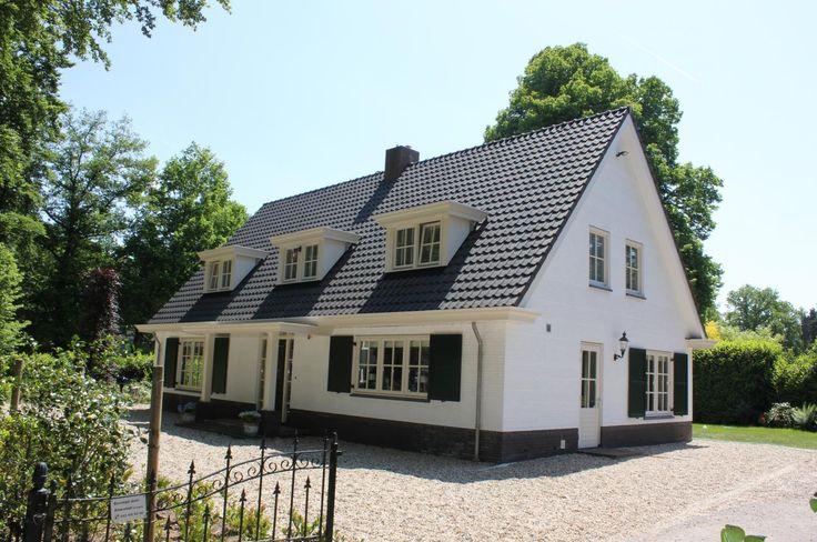 Luiken n van de kenmerken van een landelijke woning gecombineerd met de drie dakkapellen - Huis gevel ...