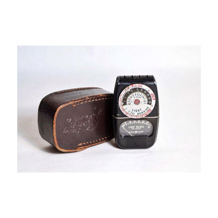 Vintage 1940's light meter w/ chocolate brown leather case  SOLD