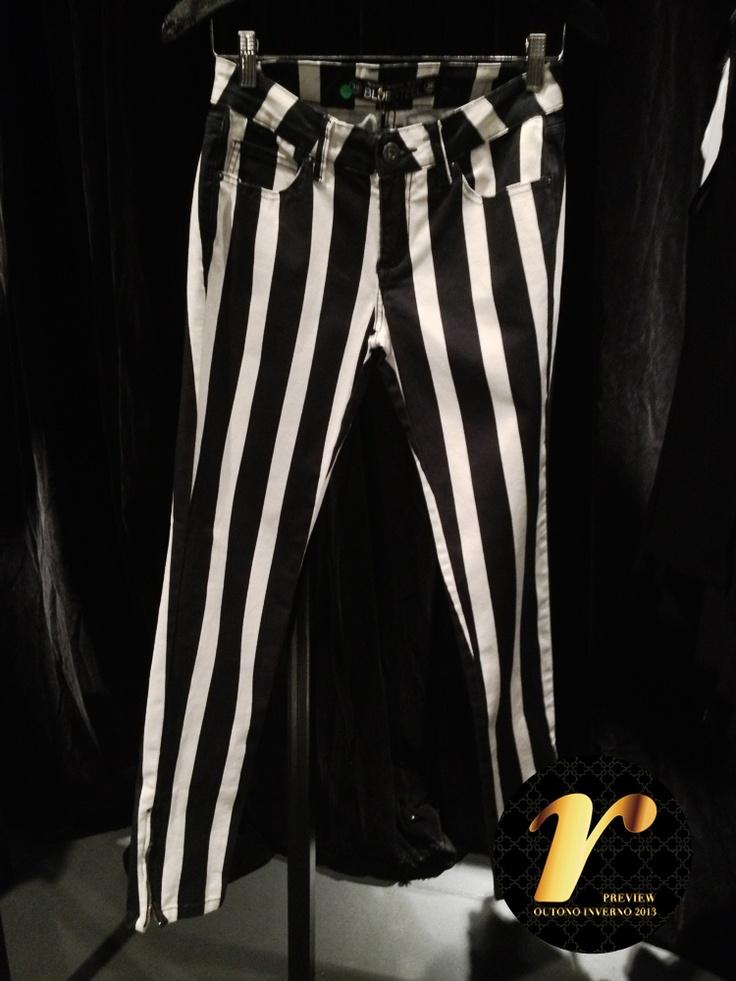 A calça com listras p é uma das queridinhas da coleção!: Trousers, Das Queridinha