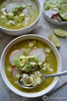 Pozole verde de pollo (fácil y delicioso) www.pizcadesabor.com