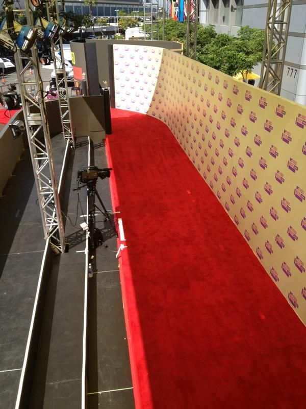 And here's the #VMA red carpet!