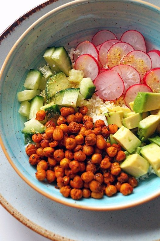 bloemkoolsalade met kikkererwten en avocado