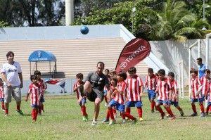 Culmina exitoso campamento de fútbol europeo en la Isla