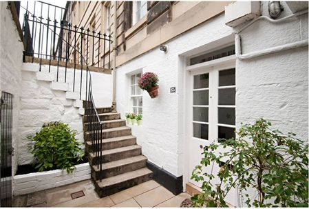 i would love to live in a basement level garden flat here in edinburgh.
