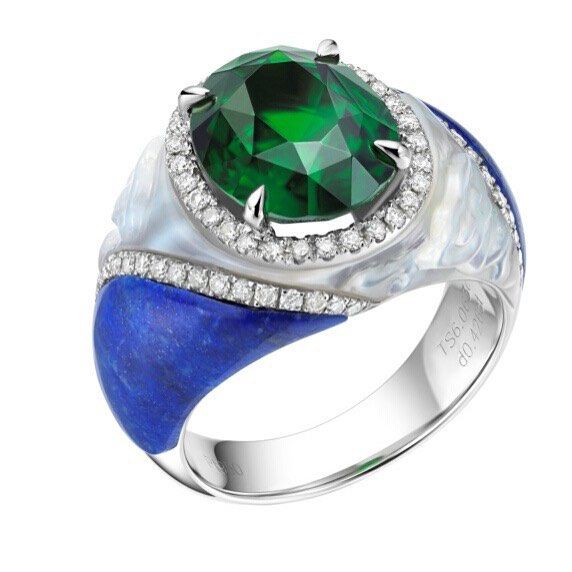 One of our most favourite pieces is the 'Oriental Beauty' #ring which was showcased in Beijing. The piece is set in #platinum with a 5ct Tsavorite centre #stone surrounded by pave #diamonds. The shoulders of the ring consist of an intricately hand-carved #pearl and lapis lazulito. #feiliu10yrs #green #ring