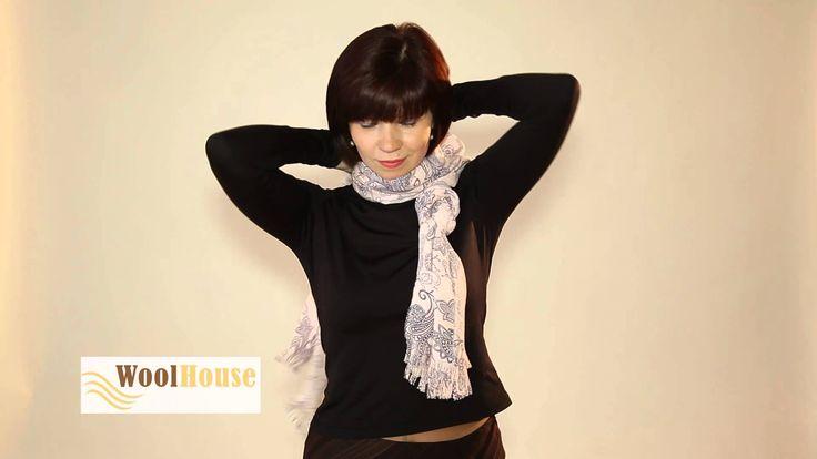 Questa Donna vi mostra una ventina di modi creativi e Stilosi per indossare la Sciarpa