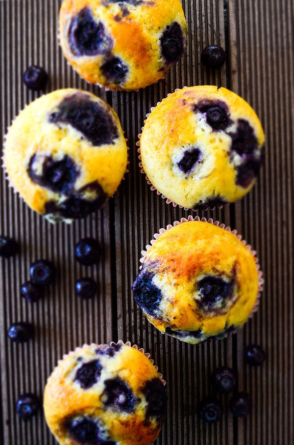 Making these bakery style blueberry muffins is so easy! Prepare a thick batter loaded with blueberries, fill in the liners to the top and bake. These are extremely tender and moist, so they are highly addictive! | giverecipe.com | #muffins #blueberries #blueberrymuffins #dessert #baking