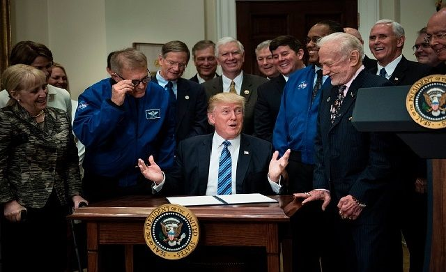 Trump Humiliated After Flubbing Basic Science In Front Of Astronaut Buzz Aldrin (VIDEO) http://bipartisanreport.com/2017/07/01/trump-humiliated-after-flubbing-basic-science-in-front-of-astronaut-buzz-aldrin-video/?utm_campaign=crowdfire&utm_content=crowdfire&utm_medium=social&utm_source=pinterest