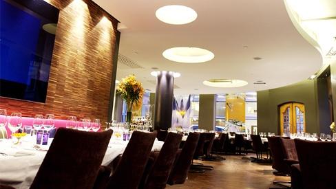 Restaurant Eik - med varm omtale i Guide Michellin. Ukesmenyer à 5 retter, til en pris du ikke blir loppet av. Trivelig sted med god mat