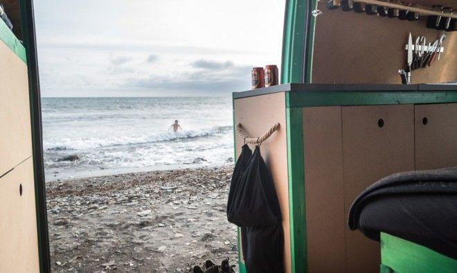 ¡Usando un viejo furgón reciclado viajan por el mundo! | sustentLife