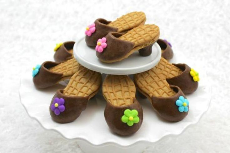 Kick up your heels and feed someone's passion for fashion with these adorable & edible Nutter Butter high-heel cookies!