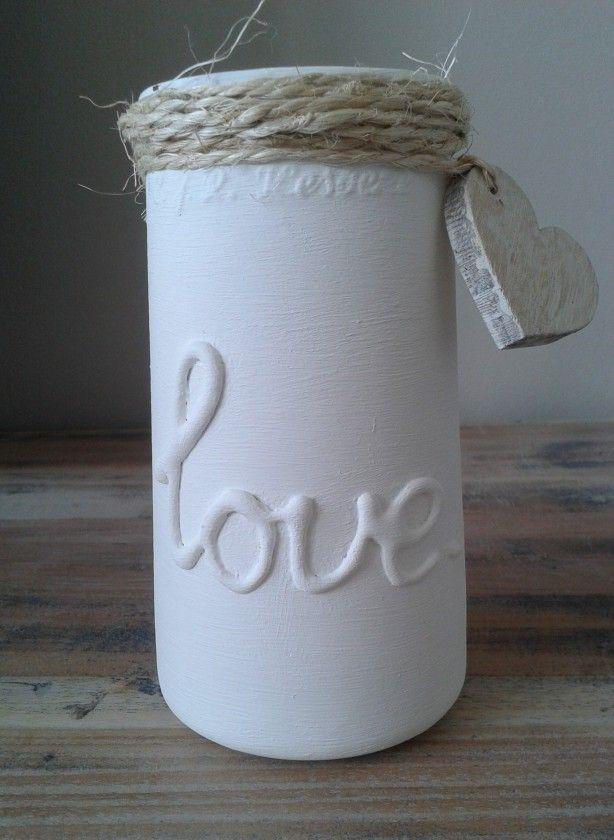 oude augurken pot, de grote letters heb ik er met een lijmpistool opgemaakt. Daarna geverfd met kijtverf, sisaltouw eromheen gewikkeld en een hartje vande Action eraan gemaakt