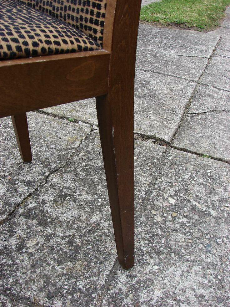 Odřená lazura a lak, promáčklé hrany na dřevěné židli, #oprava, #lakování, #židle, #stůl, #nábytek, #repair, #Instandsetzung, #Reparatur, #furniture, #Möbel, #hotel