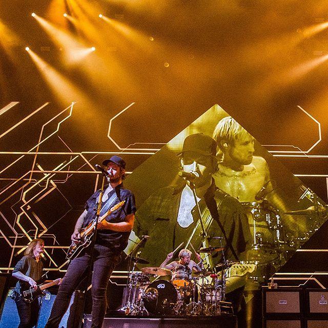 Kensington is met vijf shows in de Ziggo Dome de allergrootste Nederlandse band van dit moment!  Drummer Niles vertelde over de eerste Ziggo Dome show, het grootste dieptepunt van de band en de toekomst. Check het interview op de site! (link in bio) Wie gaat er deze week nog naar de show van Kensington?  #eversstaatop #kensington #radio538 #ziggodome