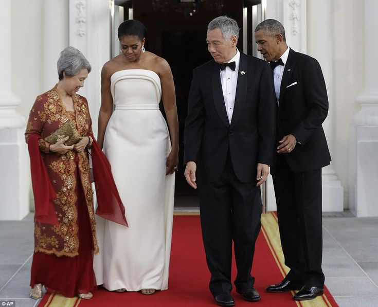 The black-tie dinner in honor of Prime Minister Lee Hsien Loong (center right) and his wif...