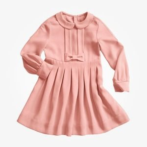Что надеть: Куртка Barbour, платье Oh, my, кроссовки NewBalance — Магазины на The Village