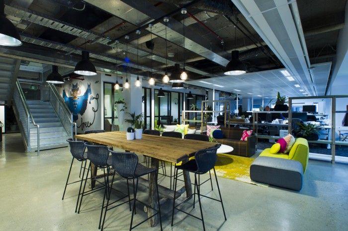 Binnen kijken bij het kantoor van Facebook in Sidney. BREAKOUT 700x466 Inside Facebooks Sydney Offices / Siren Design