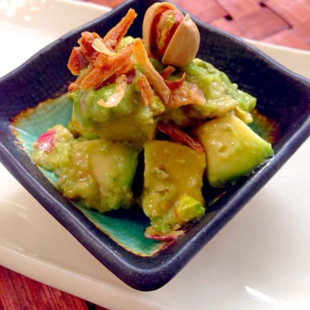 アボカドもピスタチオも大好物、楽しみにしていましたヽ(´∀`)ノ クリーミーなアボカドにピスタチオの食感がたまらない✨ 素敵美味しいレシピありがとうございます❗️作ってるそばから、パンに付けたりつまみ食いが止まらない〜(*≧▽≦)ノシ)) - 84件のもぐもぐ - romie's avocado&pistachio✨romieさんのアボカドのピスタチオまみれ by Ami