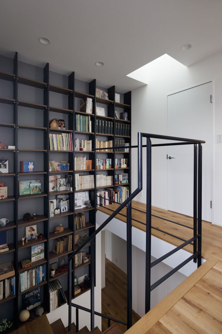 リフォーム・リノベーション会社:株式会社クラフト「図書室階段でアカデミックに」