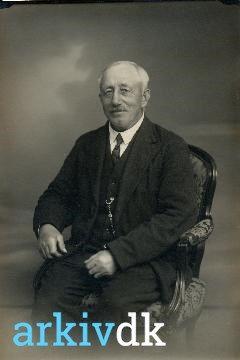 arkiv.dk | Jens Israelsen Nielsen, ostehandler, portræt. (1930)