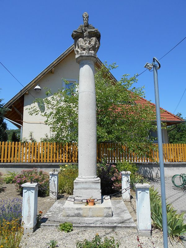 Szentháromság szobor (Zalahaláp) http://www.turabazis.hu/latnivalok_ismerteto_5070 #latnivalo #zalahalap #turabazis #hungary #magyarorszag #travel #tura #turista #kirandulas