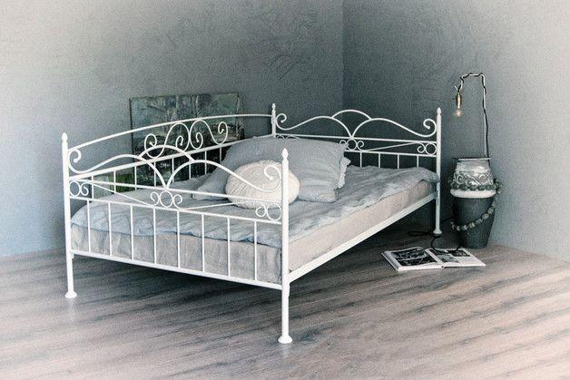 Betten - vintage trend sofa - bett 120x200 weiss / schwarz - ein Designerstück von creativeart-online bei DaWanda