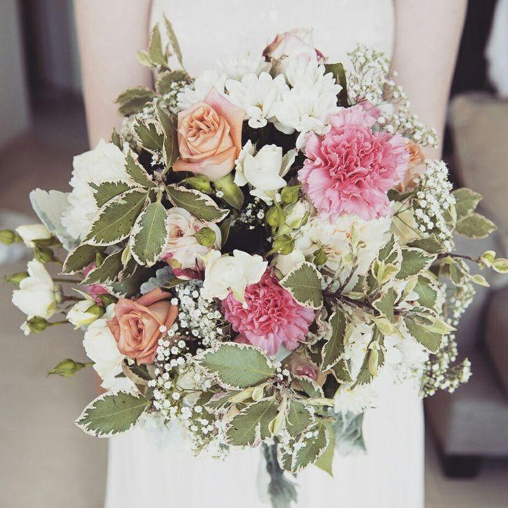Noosa wedding. Wedding bouquet. Bridesmaid. Beach wedding