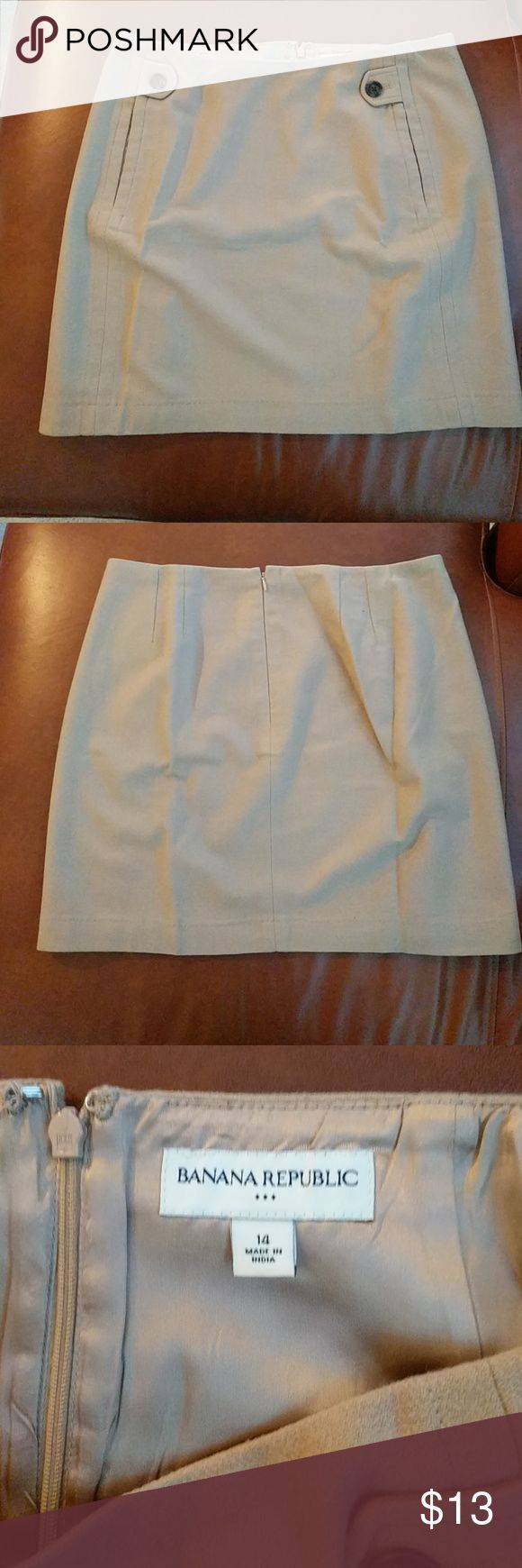 Banana Republic Ladies Skirt Size 14.  Banana Republic wool blend skirt, fully lined.  A perfect addition to your fall/winter wardrobe.  Looks cute with heels or tall boots and tights! Excellent used condition. Banana Republic Skirts