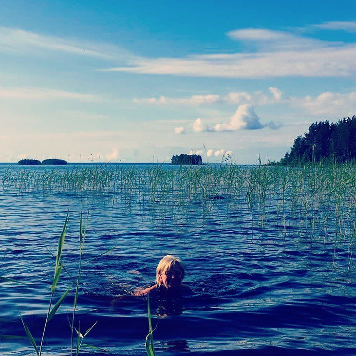 Parasta kesässä. Uiminen. #oulujärvi #vaalanasema #kesäloma #futuremarja #uimassa