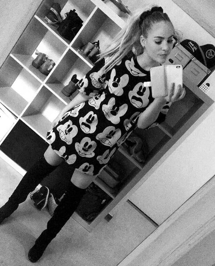 TB #fashion #style #outfit #disney #mussepigg #mickey #mickeymouse #mouse #shoes #fashionblogger #ponytail #choker #messy #makeup