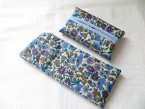 Liberty Poppy Daisy Blue Spectacles Case and Tissues http://www.fleecehatsbyjacaranda.co.uk/spectacle-cases-liberty-morris-c-16.html