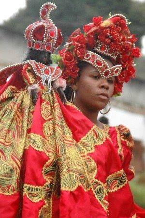 MARACATUS (André Agostinho)  (Dama do Paço Leleu - Maracatu Nação Porto Rico. Foto: Carol Santos)