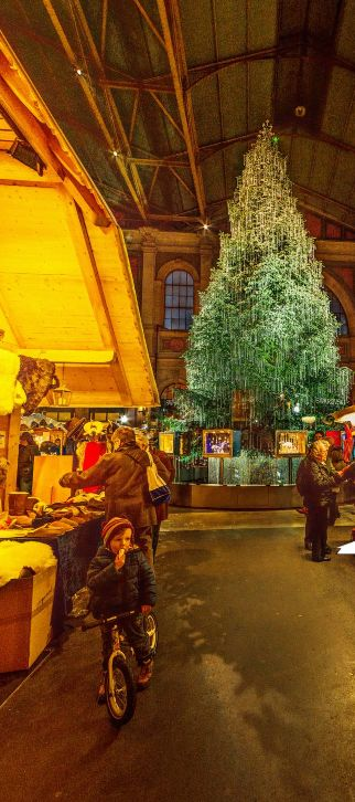 Christmas Market at the Main Station in Zurich by Fritz Hanke https://www.360cities.net/image/christmas-market-at-the-main-station-in-zurich-switzerland#-356.98,-6.00,110.0