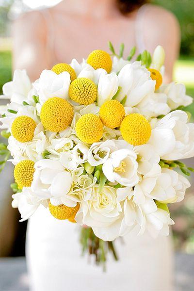 Bouquet de tulipes et craspedias « Inspire Moi // Le blog mariage carrément déco