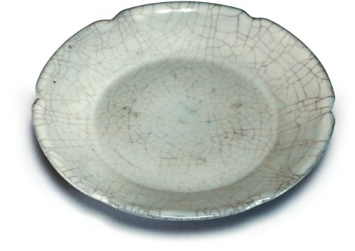 Guan dish with hibiscus-shaped rim in celadon glaze, Southern Song – Yuan dynasty © National Palace Museum, Taipei