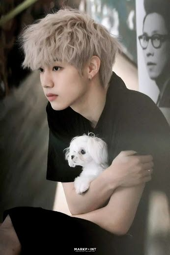 Like father like song i love the look on his face he's sooooooo cute  WHY DO THEY NEED PUPPIES they are cute enough