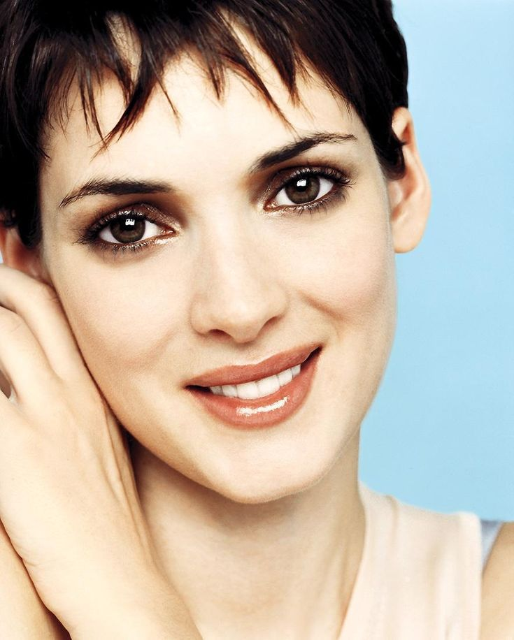 Winona Ryder (1971) Ryder is best known for her roles in Beetlejuice, Heathers, Edward Scissorhands, Bram Stoker's Dracula, Little Women, Reality Bites, Girl Interrupted,Autumn in New York, and Lost Souls. Ryder is not married but has had several long-term relationships. Ryder was arrested in 2001 for shoplifting.