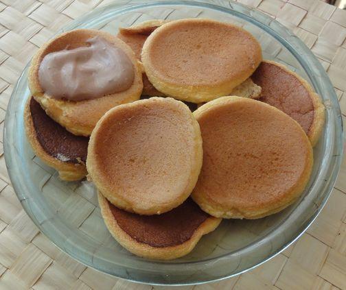 Sniadaniowe waniliowe biszkopciki z sosem kakaowym