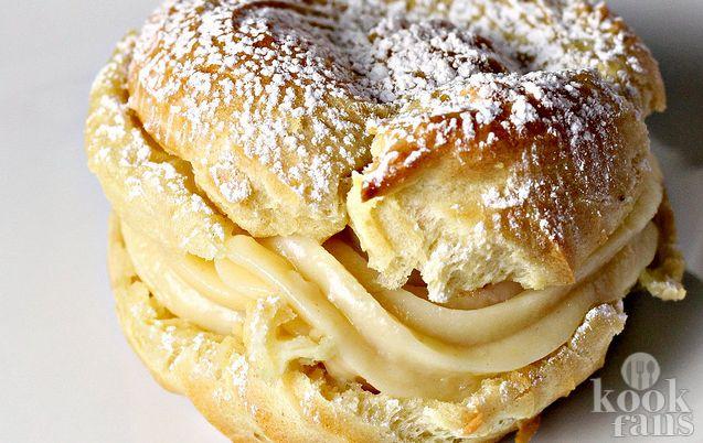 Romige, zachte én zoete puddingbroodjes! Als je eens zin hebt in iets anders dan taart, koekjes of cake, moet je eens overwegen om deze heerlijk romige en zachte puddingbroodjes te maken! Het is hartstikke simpel en je hebt er maar heel weinig ingrediënten voor nodig! Ga gauw naar de supermarkt