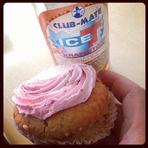 Breakfast: organic Raspberry Muffin & @clubmate IceT. #vegan #win (Taken with Instagram at Vx)