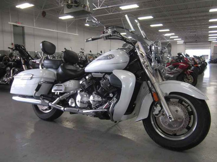 Used 2006 Yamaha Royal Star Tour Deluxe Motorcycles For Sale in Florida,FL. 2006 Yamaha Royal Star Tour Deluxe, Quick-detachable windshield and backrest let the rider optimize the bike for cross-town cruising cool or cross-country touring comfort quickly without tools. Electronic cruise control with right handlebar controls for ease of use. Color-matched locking hard-shell, leather sidebags with handy, one-touch openers and spacious 9.3-gallon storage with interior storage pouch.