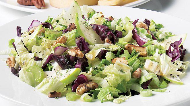Salade de laitue chinoise aux pommes | Recettes IGA | Légumes, Érable, Recette rapide