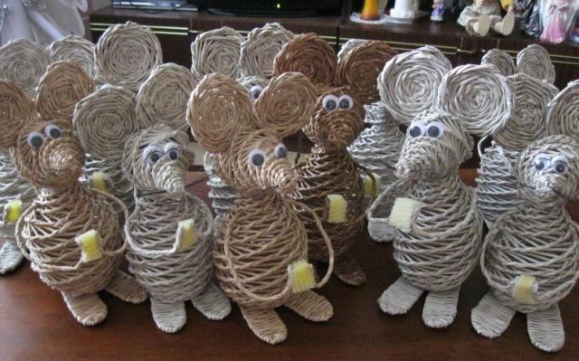 11 myší  :-) od Alžbety Košíkovej. Aj ten, kto sa bojí myšiek, musí uznať, že tieto sú dokonalé:)