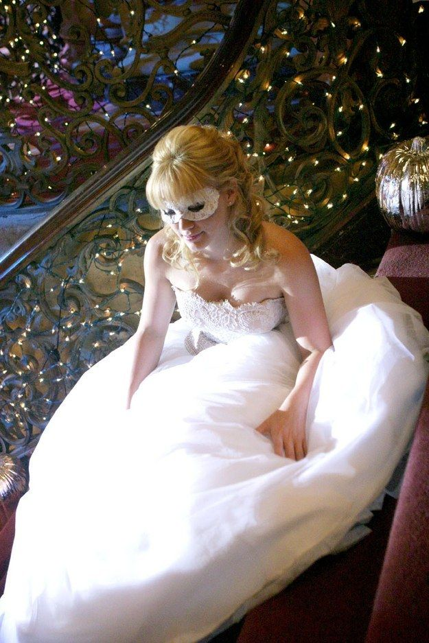"""This precious shot of Hilary taking a little break on the homecoming stairs. 