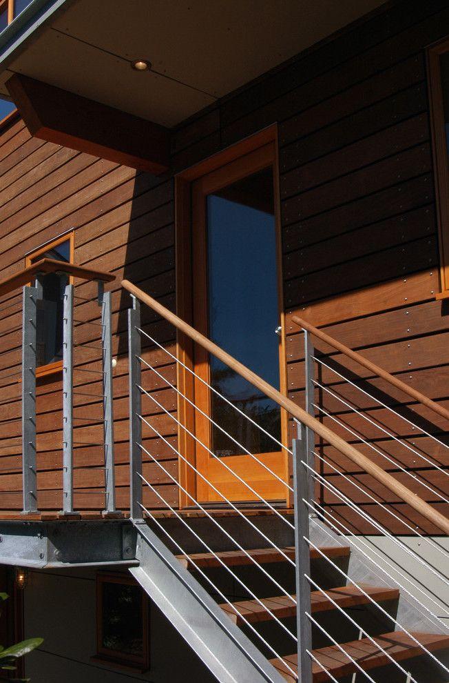 Stahltreppen außen mit Holz kombiniert