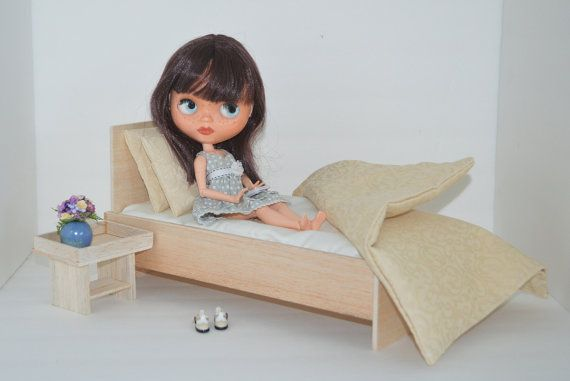 Modern doll bed for 11.5 (29 cm) to 12.5 (31,8 cm) dolls. This modern furniture is available in many standard and custom colors or stains to