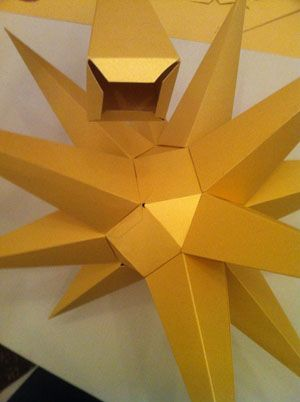 Hier finden Sie eine detailierte Bastelanleitung für den Herrnhuter Stern - Basteln Sie mit uns den beliebten Weihnachtsstern!