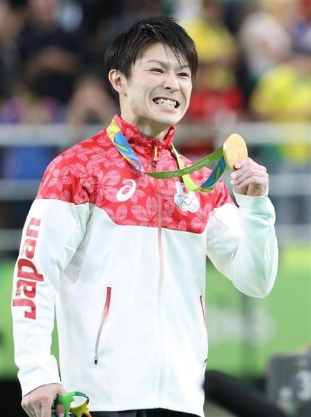 体操男子個人総合決勝 金メダルを獲得し表情を崩す内村航平 =10日、リオ五輪アリーナ(桐山弘太撮影)【五輪体操】個人総合「金」連覇の内村航平「全部出し切った。うれしいよりも幸せ。一番の幸せ者だと思います」
