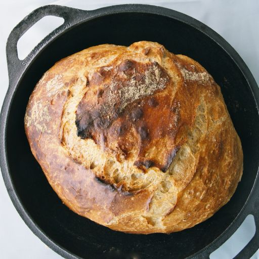 Looking for new recipes for my cast iron dutch oven.  Only 4 ingredients and no kneading?  TOTALLY gotta try it!
